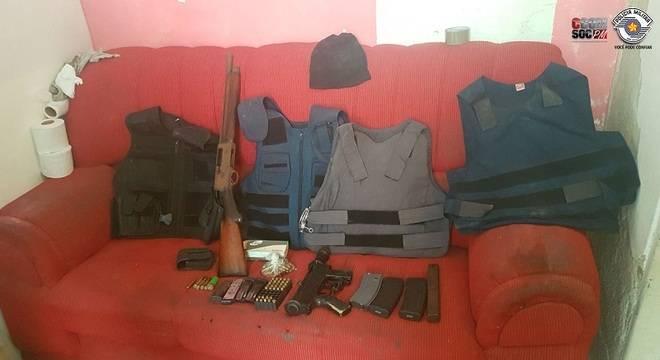 Homem é preso com metralhadora, drogas e anestésicos em São Paulo